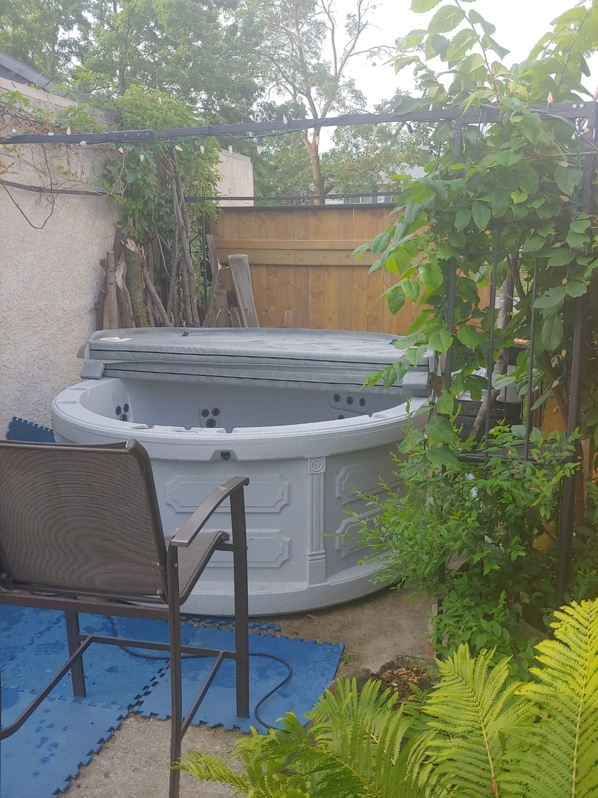 Rent-a-hot-tub-Beausejour-Manitoba-The-Funky-Keg