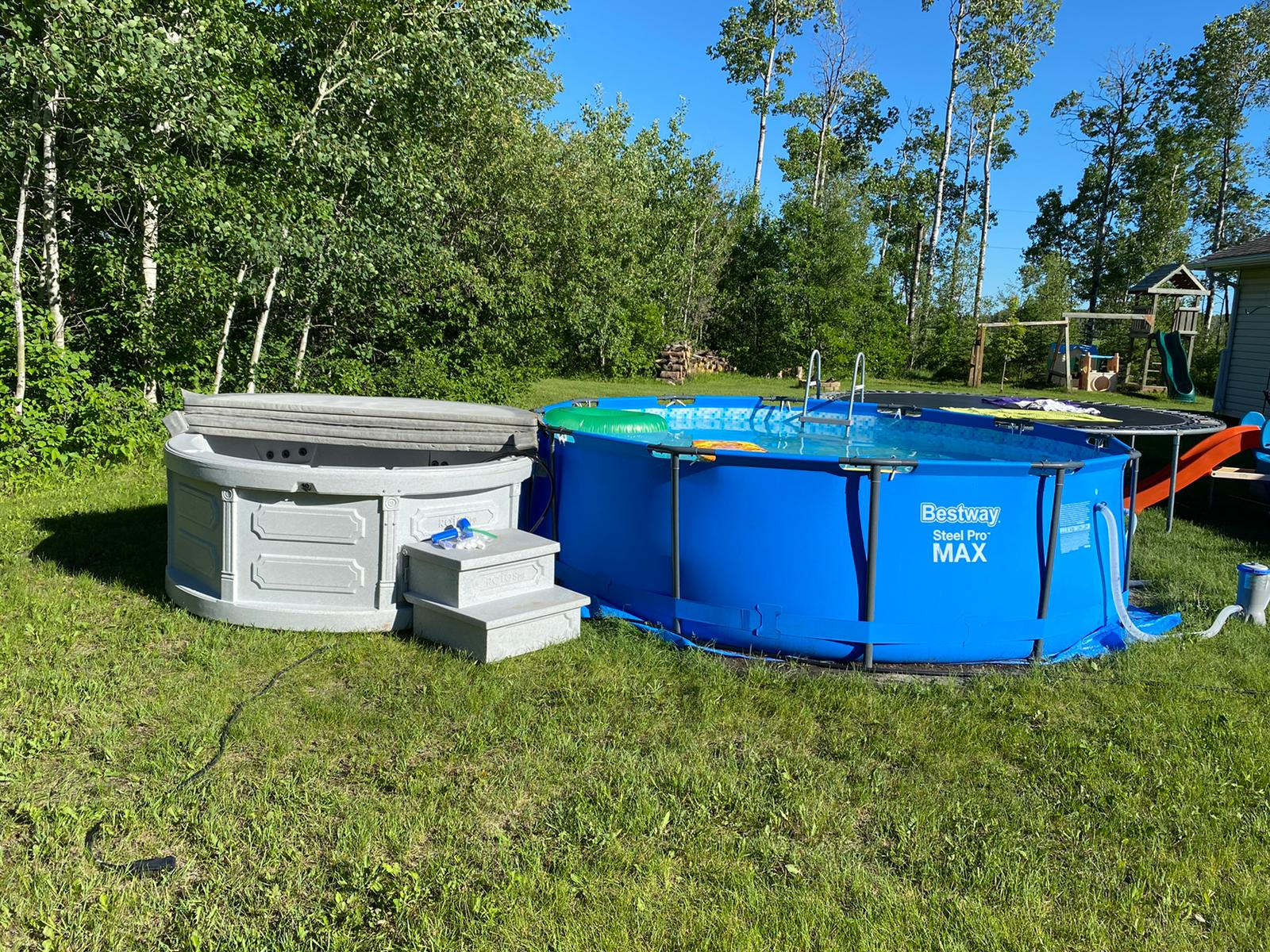 Rent-a-hot-tub-Niverville-Manitoba-The-Funky-Keg