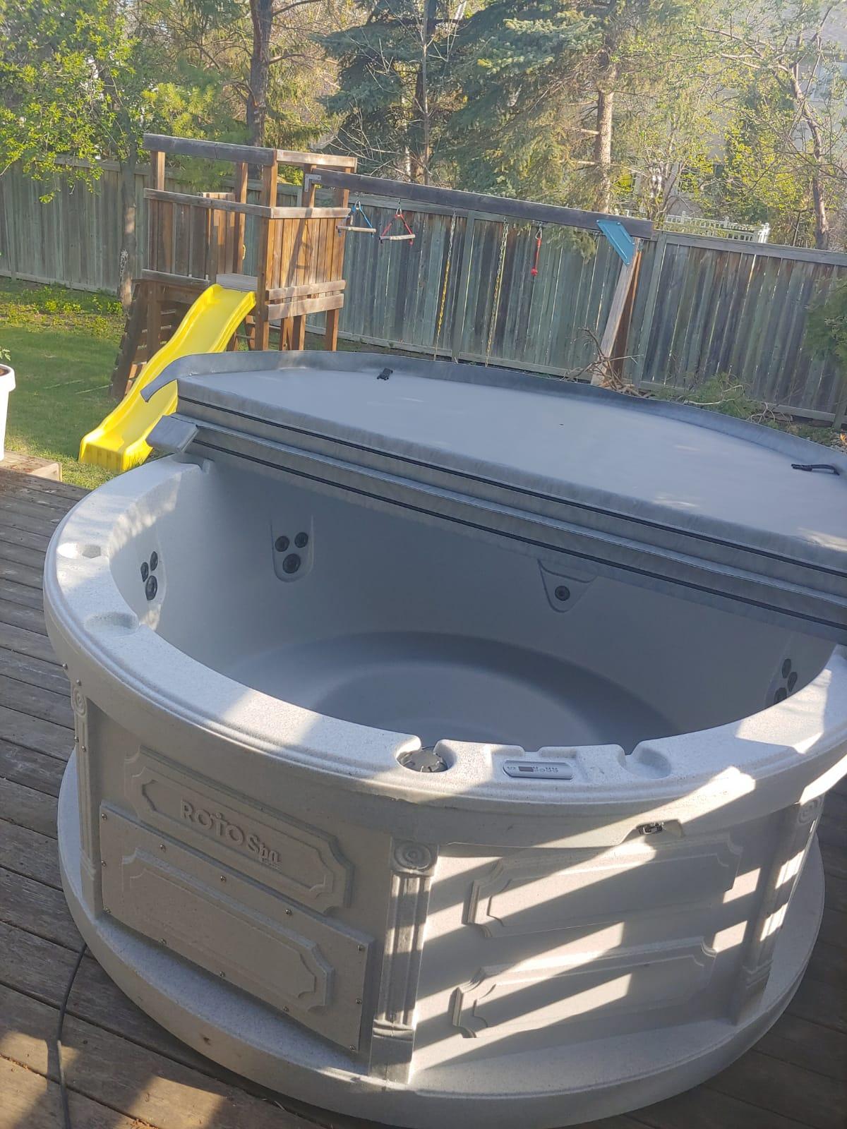 Rent-a-hot-tub-Steinbach-Manitoba-The-Funky-Keg