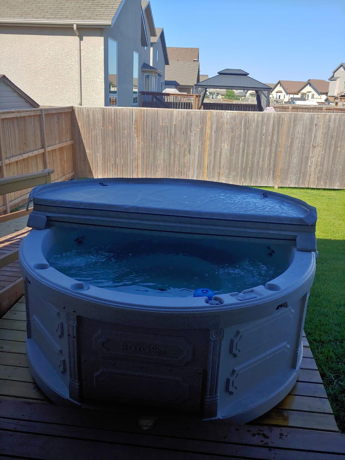 Rent-a-hot-tub-Winnipeg-Manitoba-The-Funky-Keg